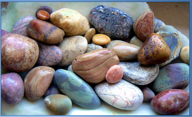 viele-bunte-steine-d1780f88-f6c9-4a54-be1c-efbfe4eedd21